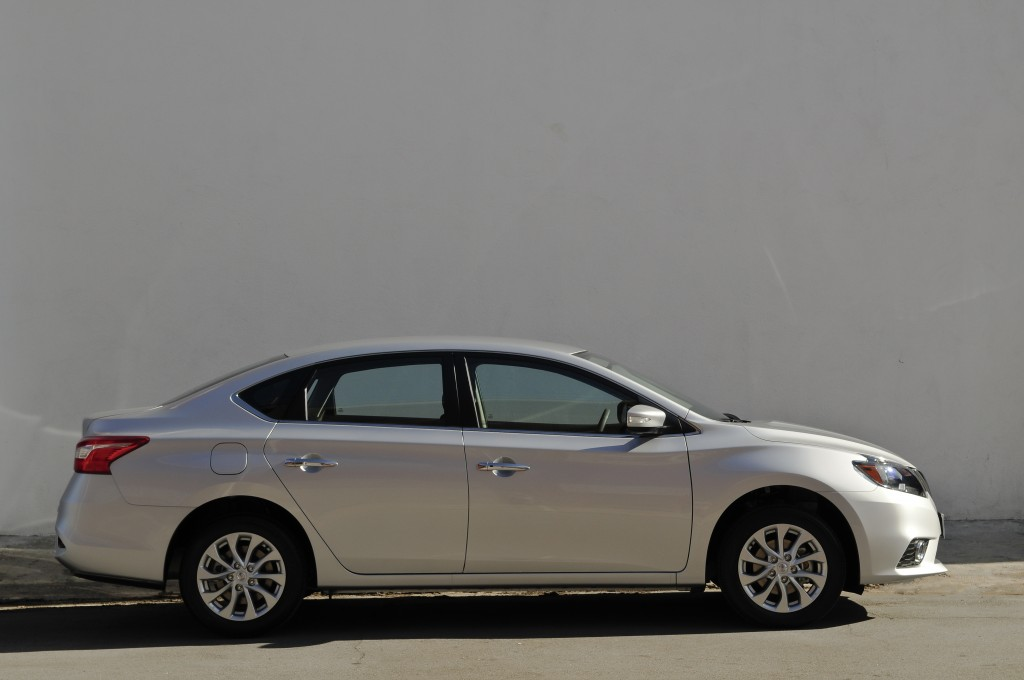 Sentra S - Lateral
