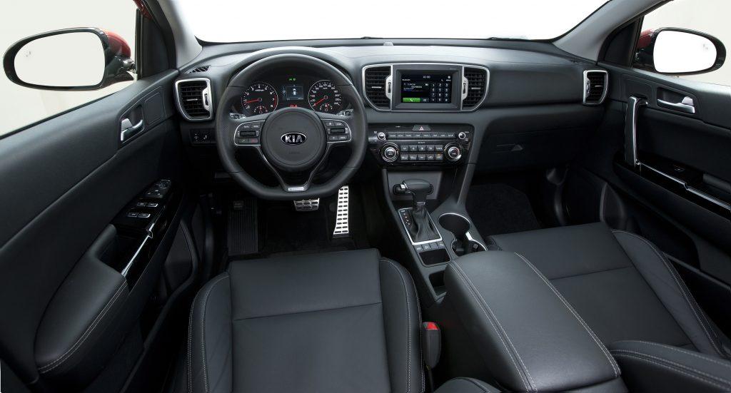 Câmbio automático tem opção de trocas manuais junto ao volante