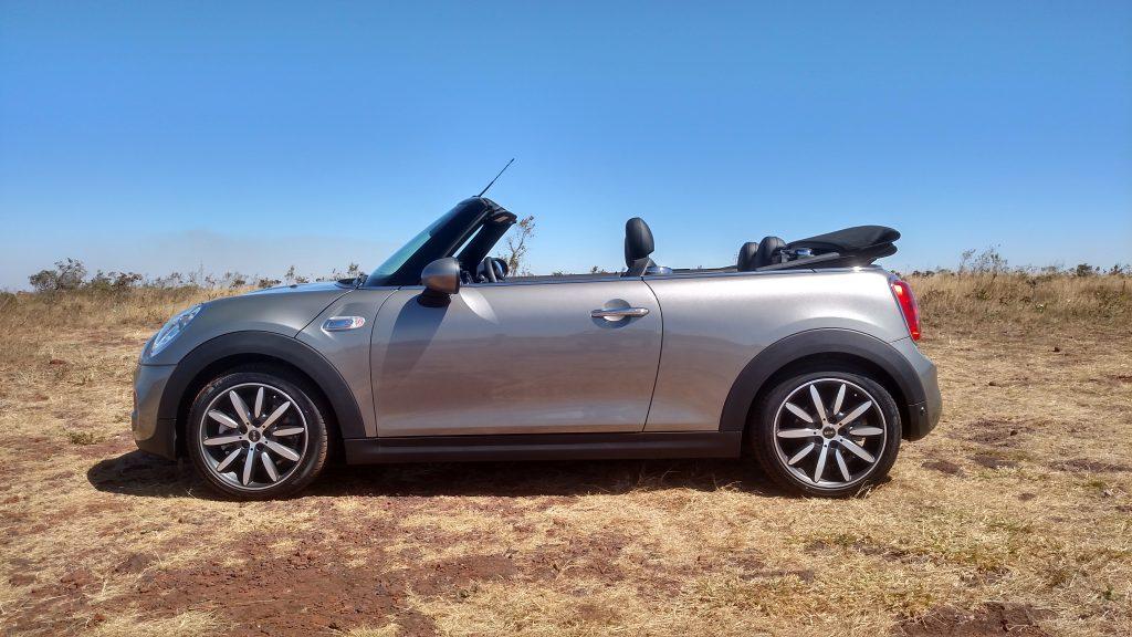 No dia do test drive, céu sem nenhuma nuvem foi ideal para curtir o novo Mini Cabrio