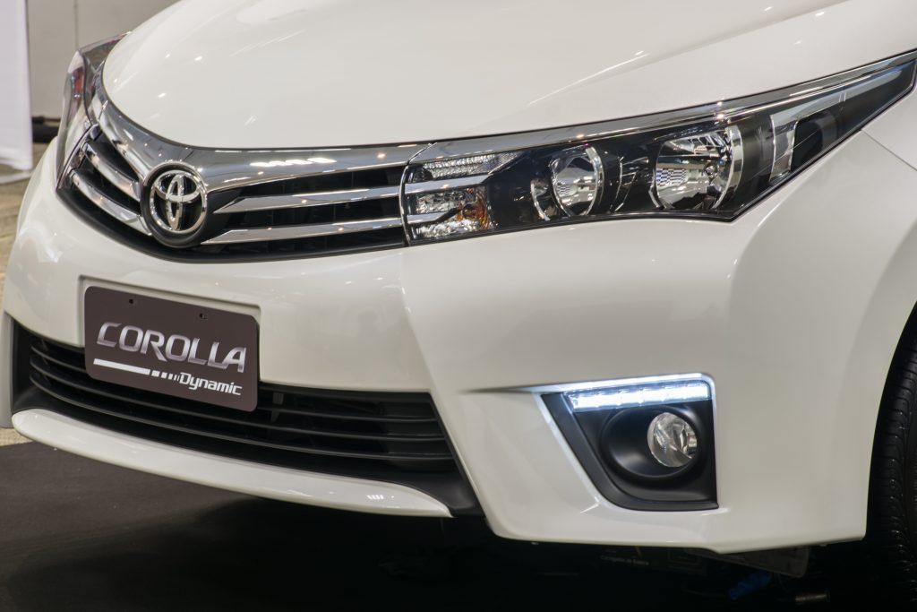 Luzes diurnas em LED, inéditas na família Corolla, é exclusividade da série especial Dynamic