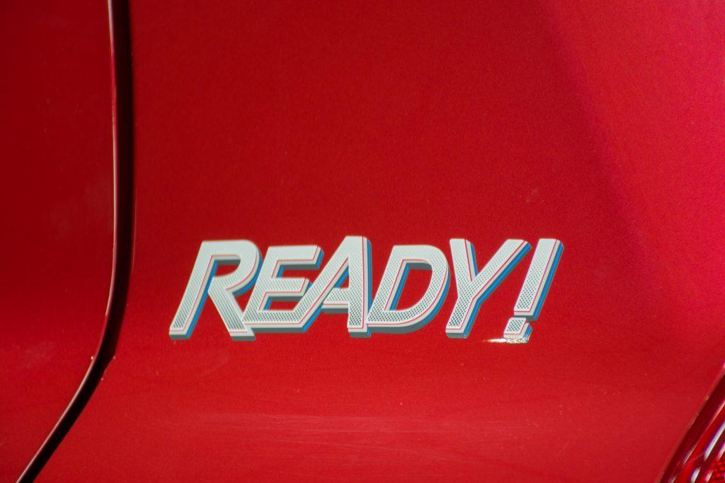 Além de frisos laterais na cor do carro, a série especial tem adesivo lateral com o nome Ready