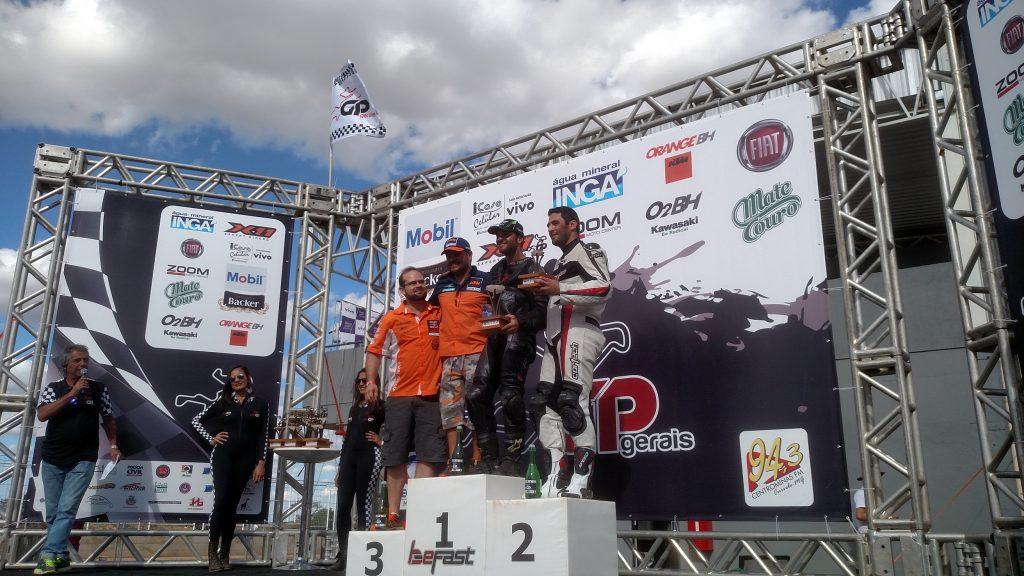 """O mineiro """"Toninho"""" Franzen ficou no alto do pódio na 600cc Supersport"""
