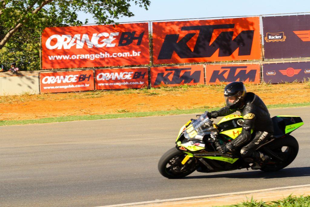 As duas baterias de motos foram disputadas no domingo