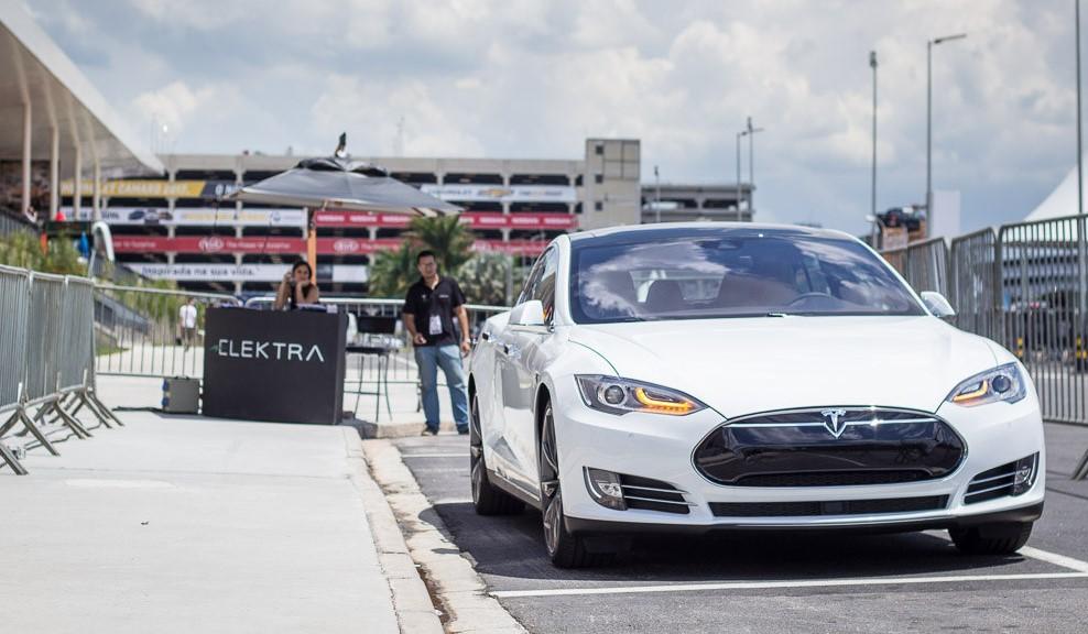 Model S da Tesla: um carro sem motor, que pode ser equipado com diversas potências de bateria