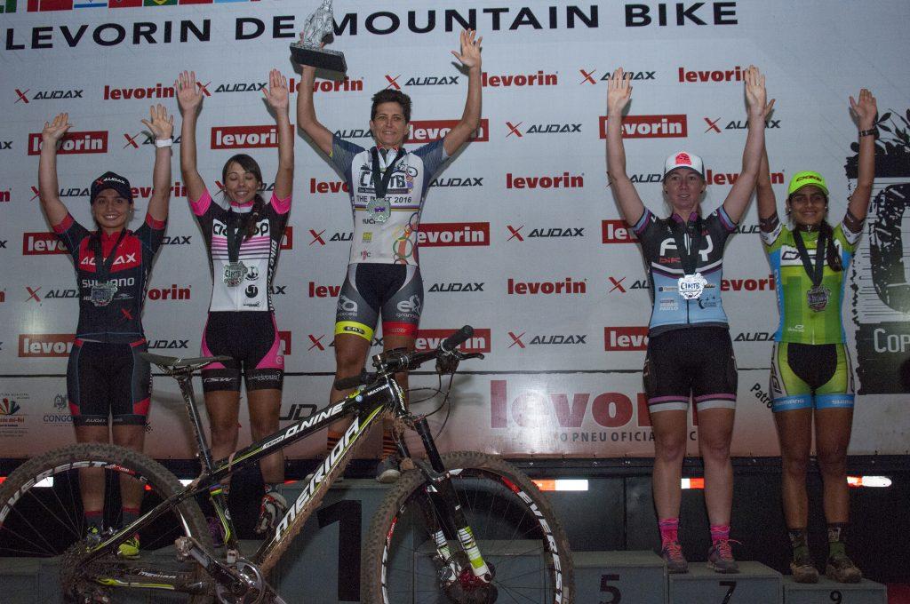 Pódio da elite feminino: sétimo título da biker mineira