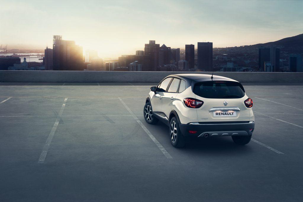 CAPTUR - A Renault estreia o SUV Captur, produzido no Paraná que se destaca pelo design francês e opções de motor 1.6 SCe com câmbio manual e outras duas com o câmbio CVT X-Tronic, além da versão 2.0 e câmbio automático.