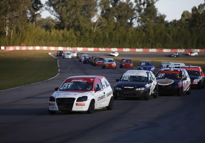 Equipes de vários estados do País disputam o Festival de Marcas e Pilotos, com expectativa de 40 carros na pista