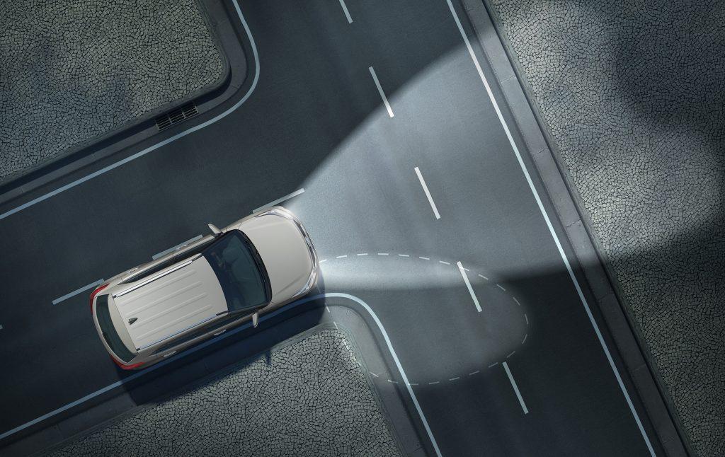 Faróis direcionais ampliam a visibilidade em curvas e esquinas