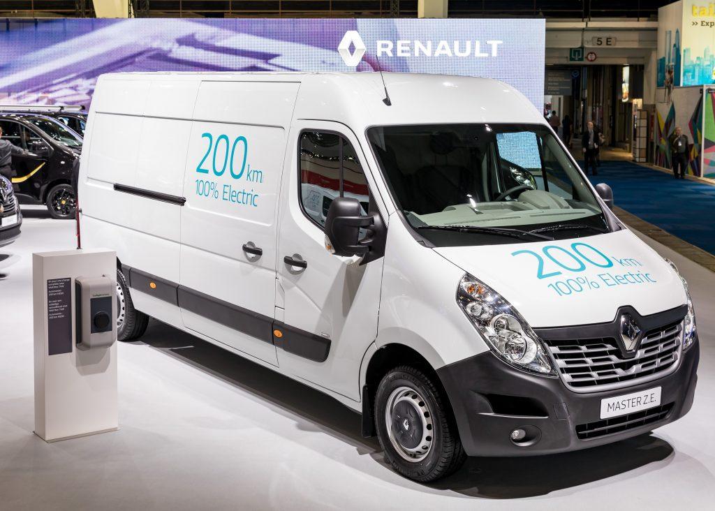 Equipado com bateria de 33 kWh, o furgão Master é ideal para o transporte de curtas distâncias nas cidades