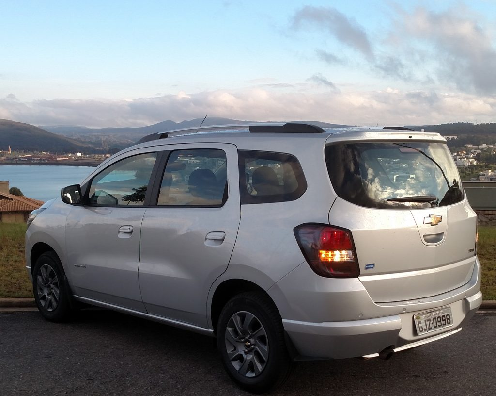 O Spin foi desenvolvido para substituir dois outros monovolume de sucesso da Chevrolet: a Zafira e o Meriva