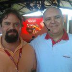 O editor do Acelera Aí, Luís Otávio Pires, com o gerente de imprensa da Nissan, Rogério Louro, durante o lançamento da nova Frontier