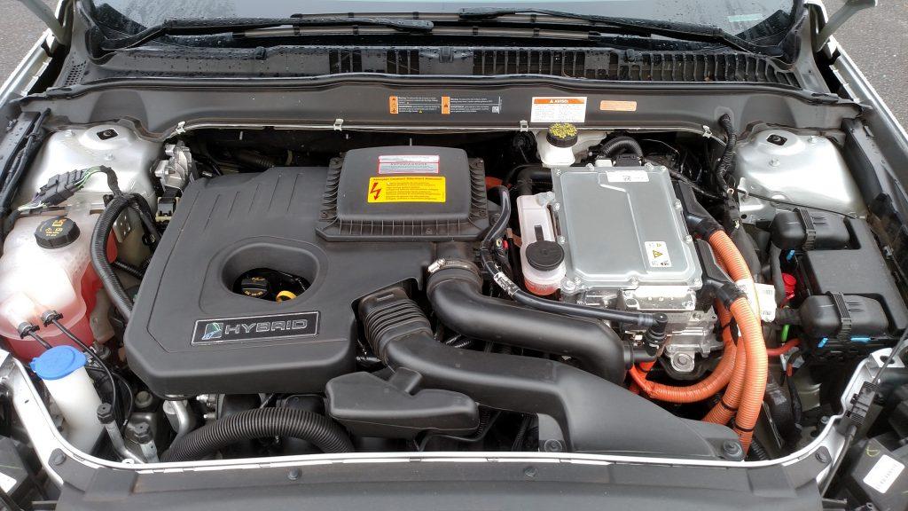 A propulsão híbrida une um motor 2.0 a gasolina a outro elétrico que, juntos, produzem 190cv de potência