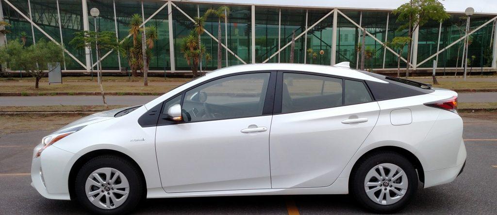 Todos os modelos Prius disponíveis para locação são brancos, hoje a cor da moda no mercado nacional