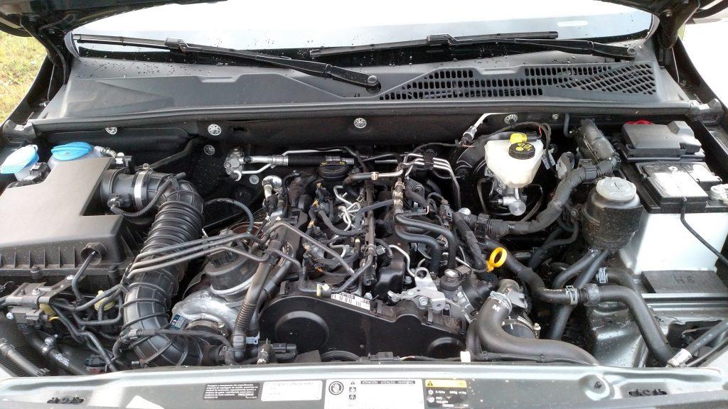 O motor é o mesmo 2.0 biturbo a diesel, que gera 180cv de potência e 42,8kgfm de torque