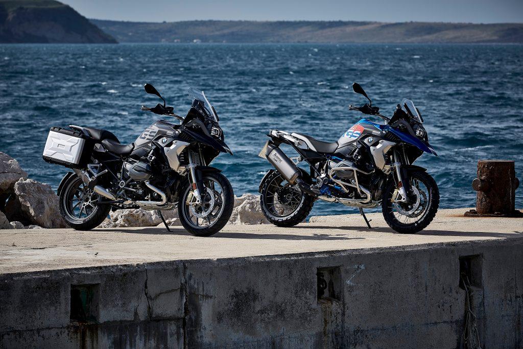 A nova R1200S vem com motor boxer de 1.170 cc de cilindrada, que desenvolve 125 cv de potência