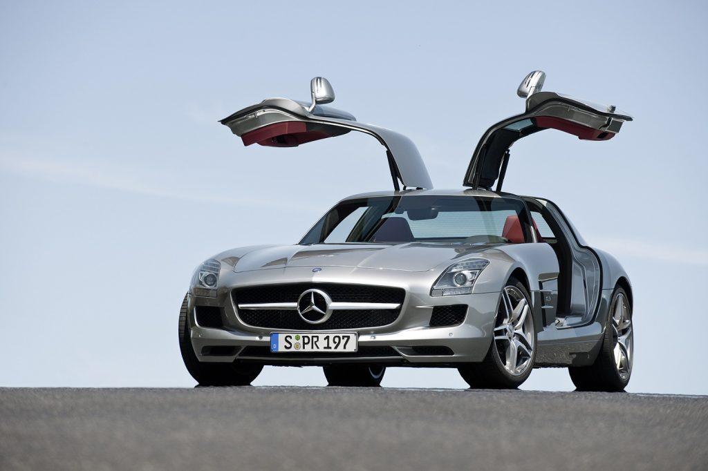"""Mercedes-Benz SLS """"Asa de Gaivota"""" é um dos carros mais emblemáticos da AMG"""