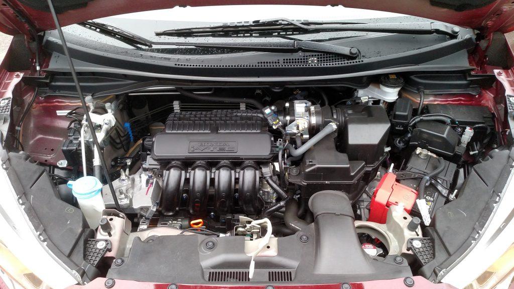 Motor 1.5 tem sistema i-VTEC de controle eletrônico de válvulas e gera potências de 115cv com gasoline e 116cv com etanol