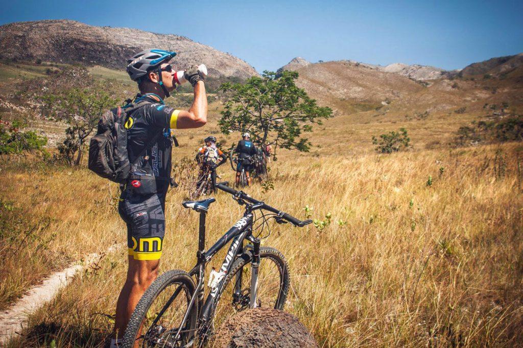 Os bikers vão pedalar em duplas, no máximo de 50,  em um percurso total de 300 quilômetros nos cinco dias