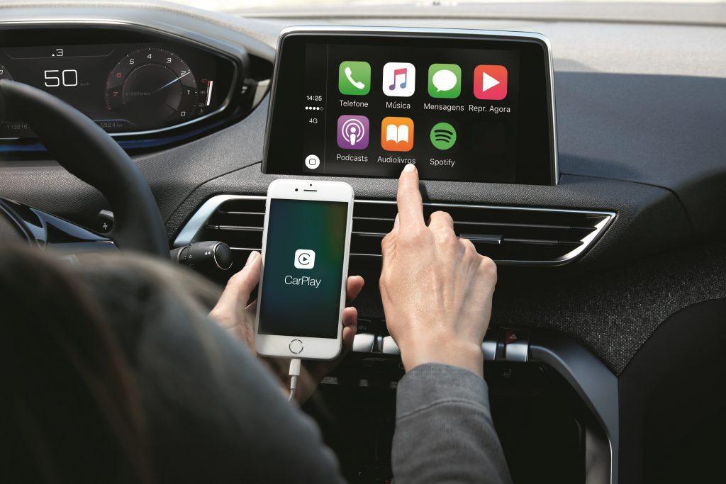 O sistema multimídia pode fazer o espelhamento do celular