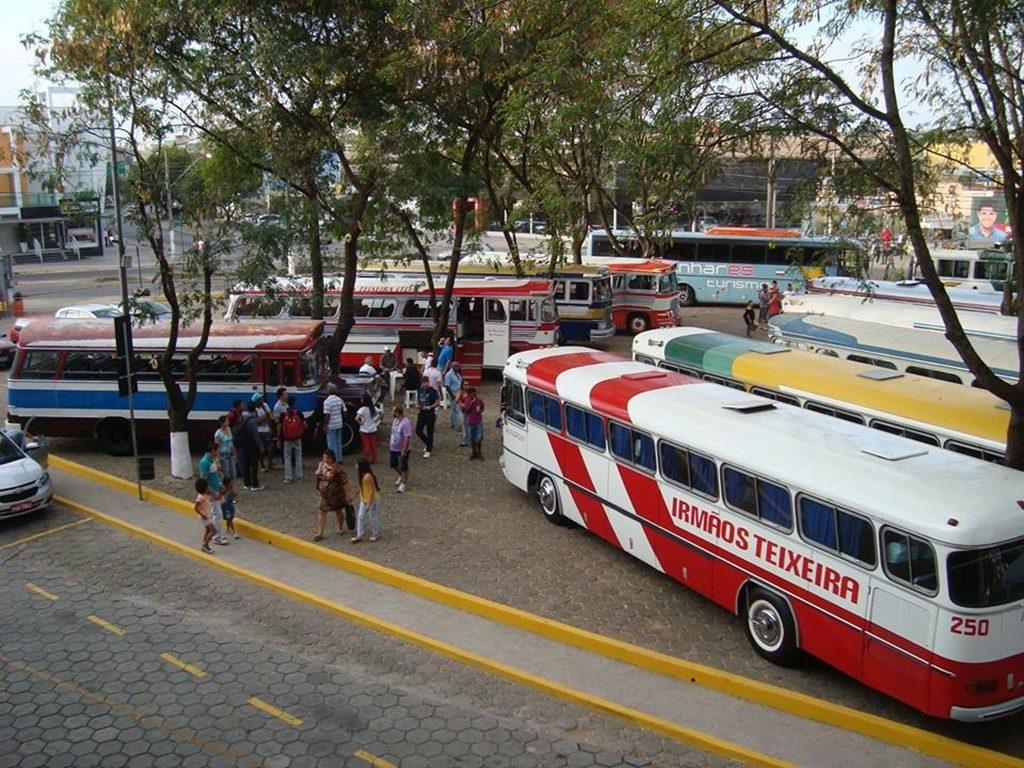 Cerca de 30 ônibus, em excelente estado de conservação, são atrações no encontro da confraria em Pará de Minas