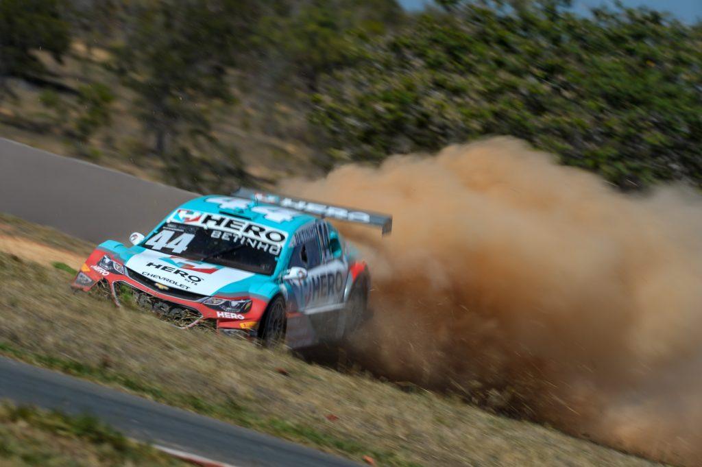 Alguns acidentes, sem gravidade, fizeram com que o Safety-Car interrompesse a prova por algumas vezes, sobretudo na primeira corrida