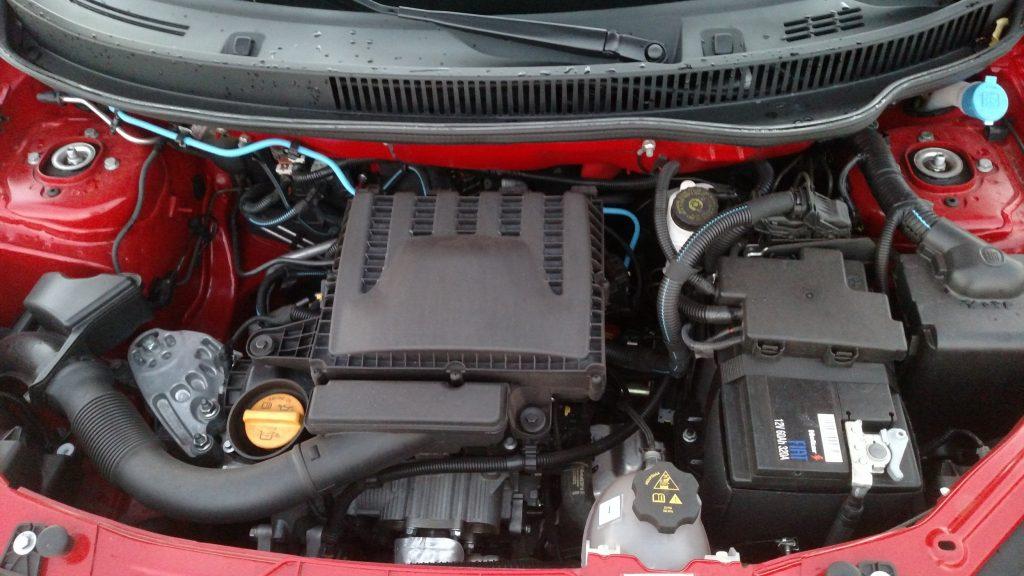 Motor Firefly, de três cilindros e 6 válvulas, rende 77cv quando abastecido com etanol