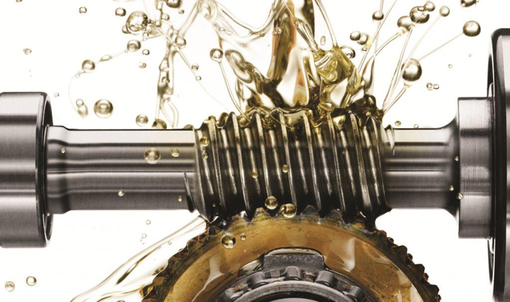 O movimento das peças internas do motor exige que o lubrificante seja fluido e esteja na viscosidade correta para circular com facilidade e ocupar os espaços entre as superfícies