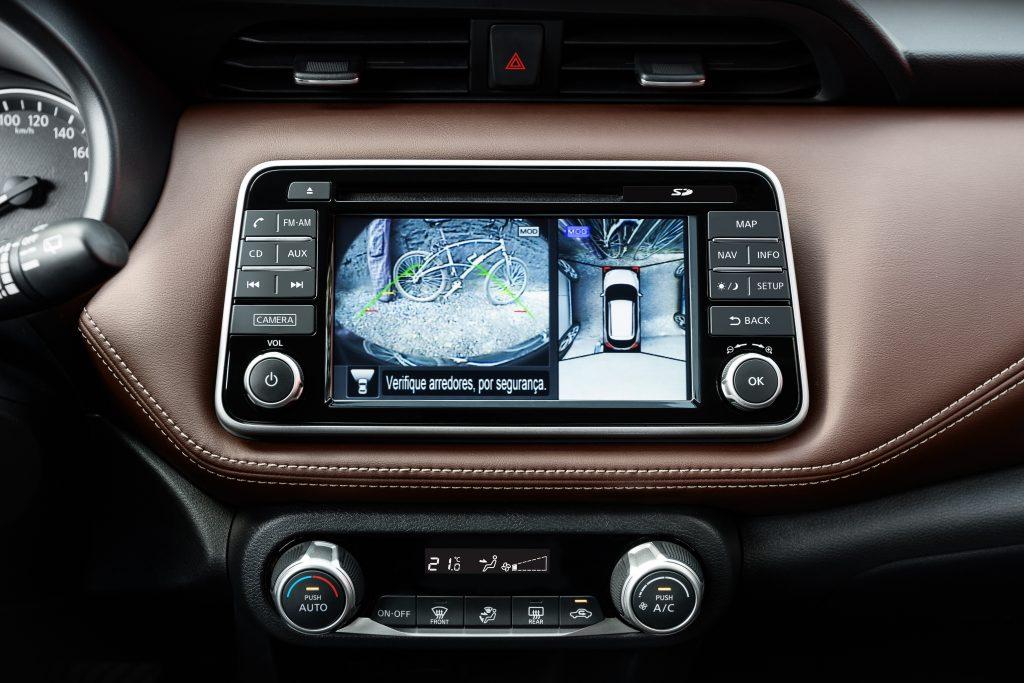 O Nissan Kicks possui equipamentos, como sensores e câmeras, que ajudam o motorista a guiar de forma mais protegida