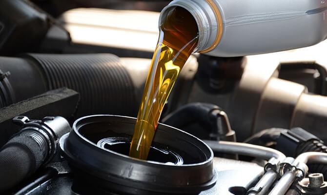 Óleos lubrificantes para veículos leves na configuração API SJ e pesados API CG4 estão proibidos no País