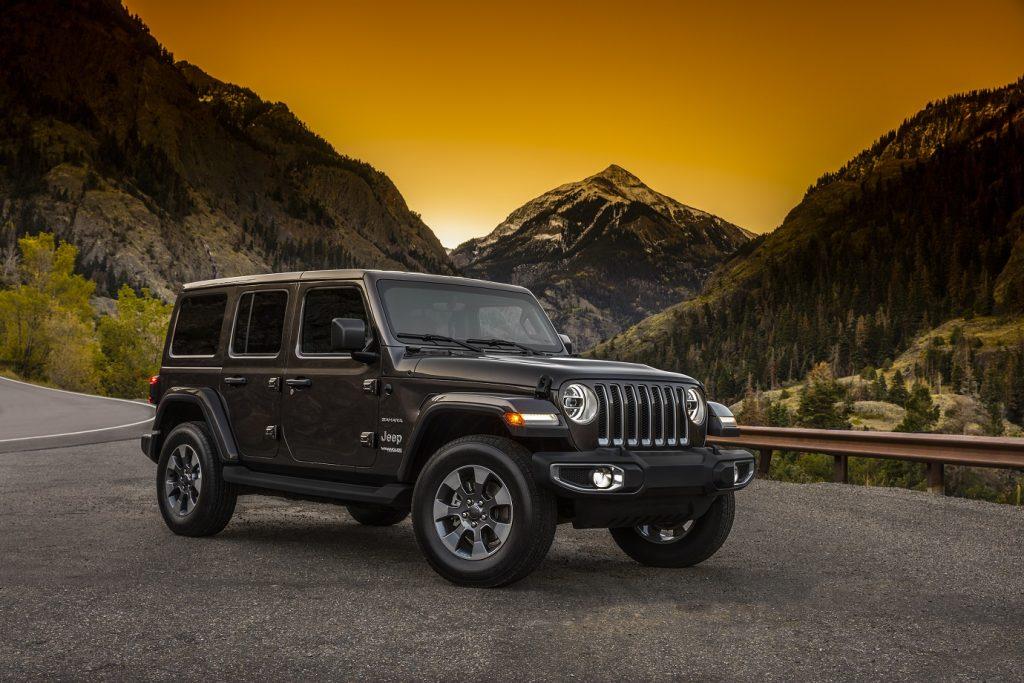 Esta é a versão Sahara do novo Jeep Wrangler de teto rígido e cinco portas que está sendo exibida no SEMA