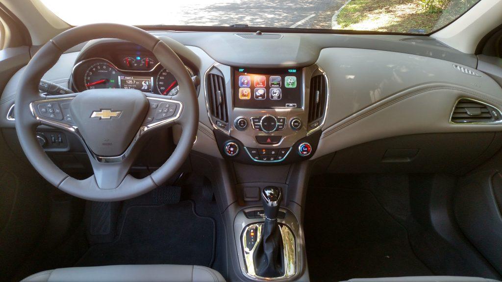 Volante agrupa vários comandos e sistema multimídia aceita Android Auto ou Apple CarPlay