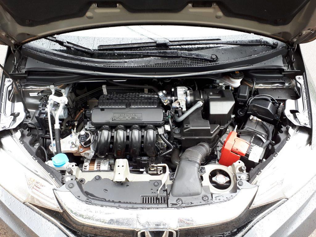 O motor é o mesmo 1.5 que gera potências, que gera potências de 115cv (gasolina) e 116cv (etanol)