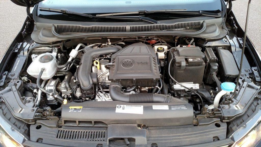 Motor 1.0 de três cilindros, com turbo e injeção direta, é um dos pontos positivos
