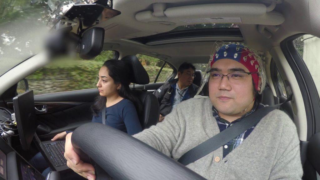 Nissan lança tecnologia que permite o controle do carro com a m