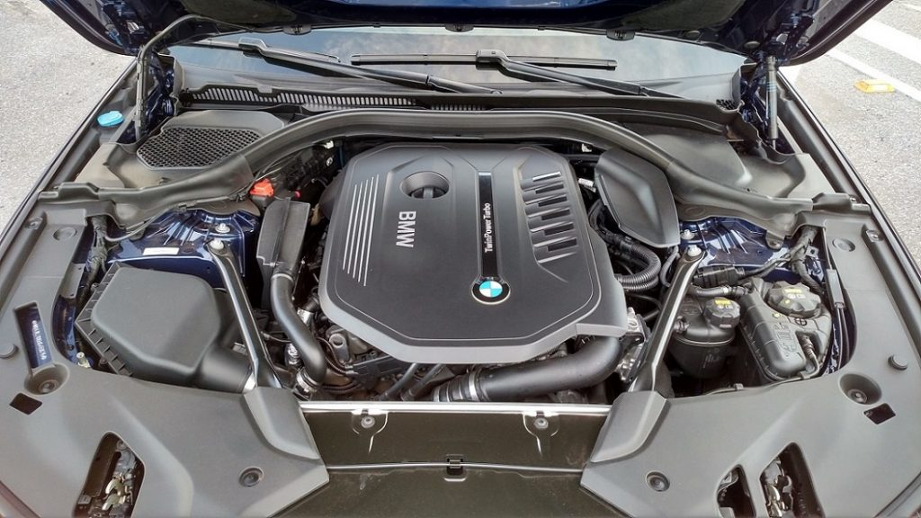 Motor 3.0 de seis cilindros e duplo turbo gera 340cv de potência e 45,9kgfm de torque
