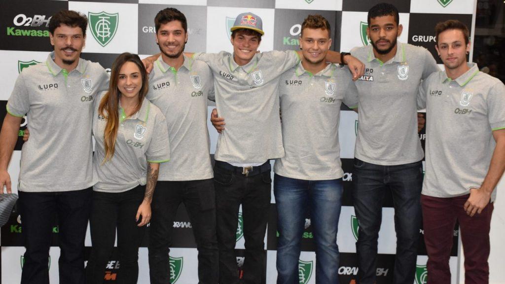 Os pilotos da equipe de motociclismo e ciclismo