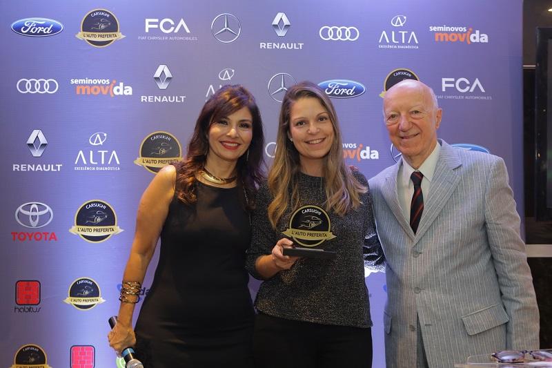 Tatiana Carvalho, da FCA, recebe prêmio Pick-up média