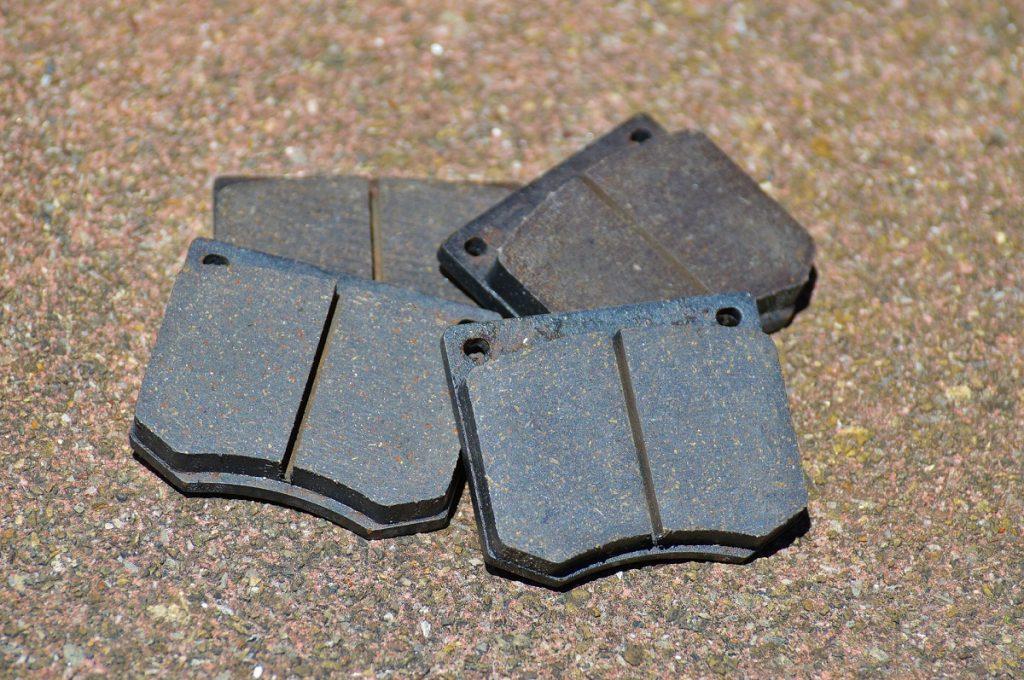 Pastilhas de freios possuem espessuras recomendadas pelo fabricante