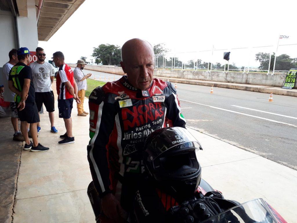 Velocidade não tem idade: o piloto Jirios Abboud, de 59 anos, é campeão mineiro e brasileiro de Motovelocidade na categoria 1.000cc