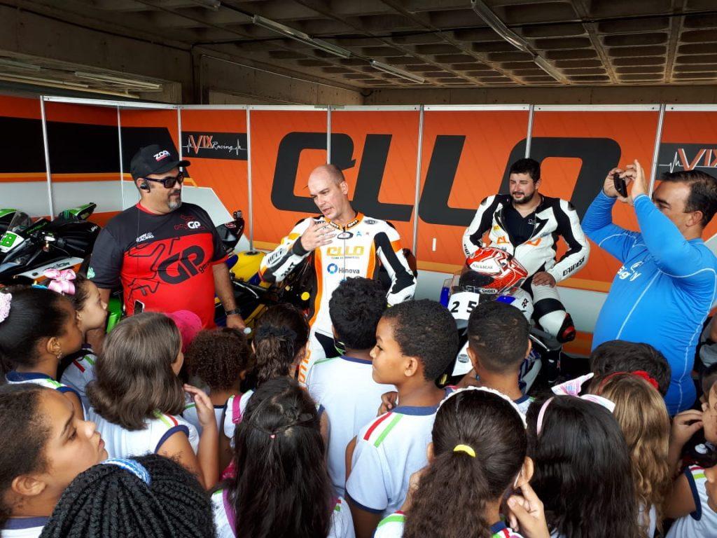 Estudantes da Escola Municipal Viriato Diniz Mascarenhas tiveram a oportunidade de bater um bom papo com os pilotos