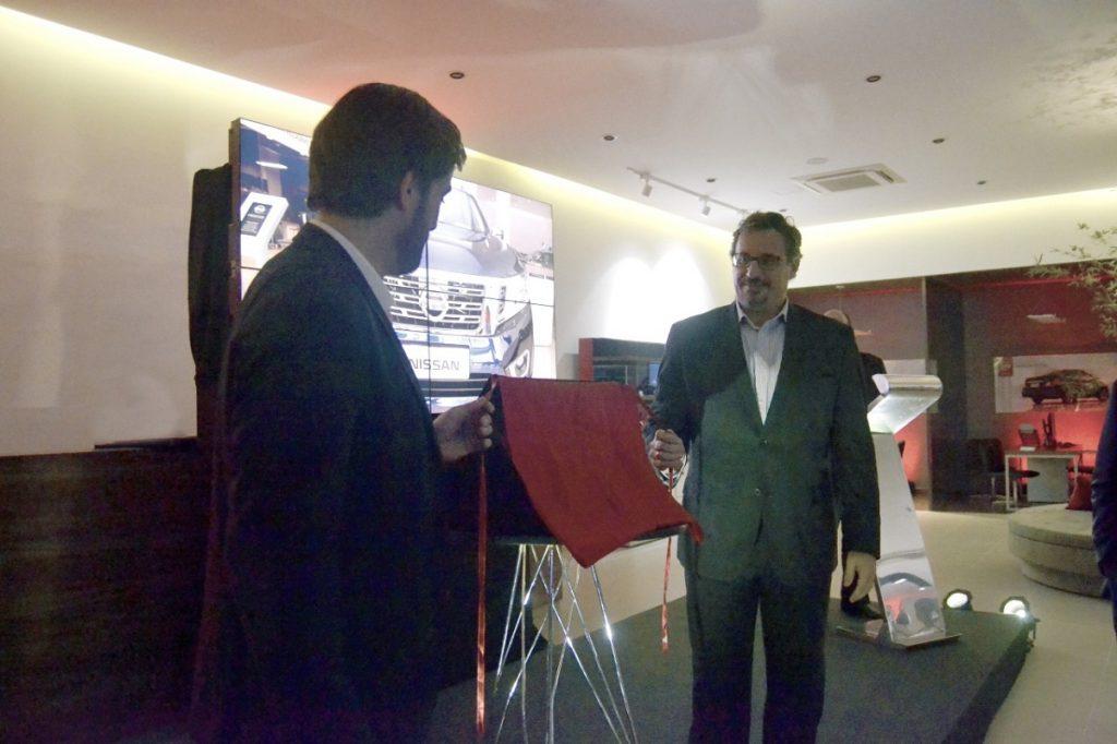 O diretor da Carbel Japão, Pedro Pentagna Guimarães e o presidente da Nissan do Brasil, Marco Silva na inauguração da nova loja (Foto: Felipe Guimarães)