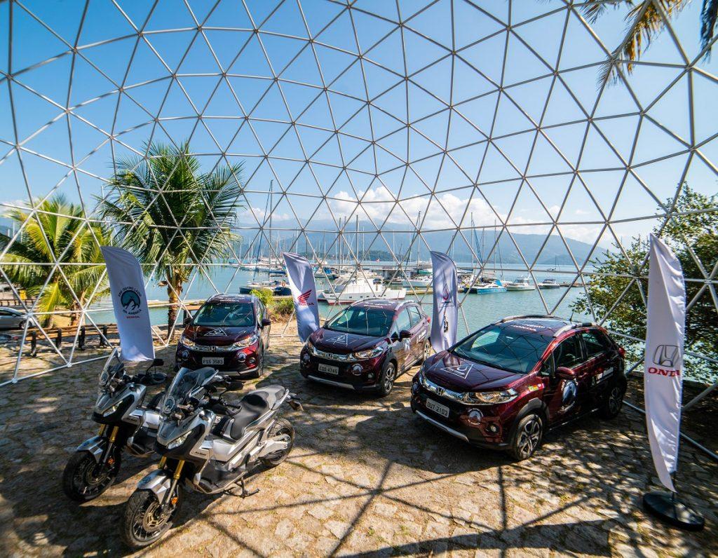 Maxi-scooter X-ADV  e o SUV WR-V são os veículos escolhidos para a expedição