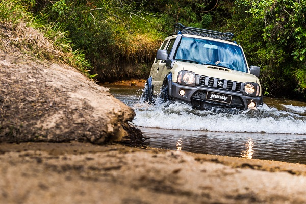 Transpor obstáculos está no DNA do Jimny Desert, da Suzuki
