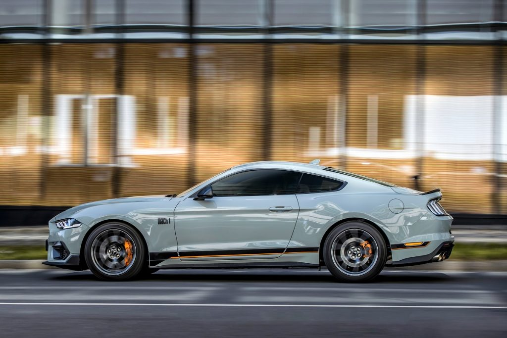 Ford Mustang lateral